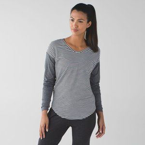 LULULEMON weekend long sleeve black white stripe 8